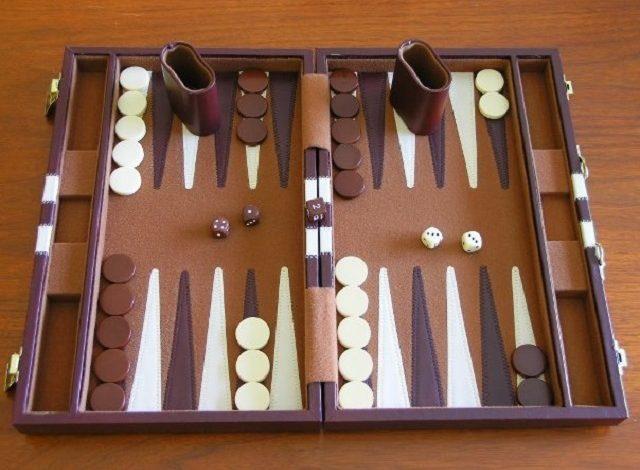 bàn cờ Backgammon