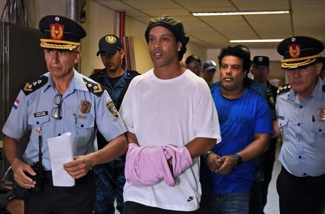 ronaldino bị bắt